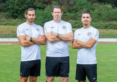 Auch kommende Saison bilden Okan-Tamer Özbay, Sven Demandt und Deniz Akray (v.l.) das Zwanziger-Trainerteam (Foto: Benno van Walsem)